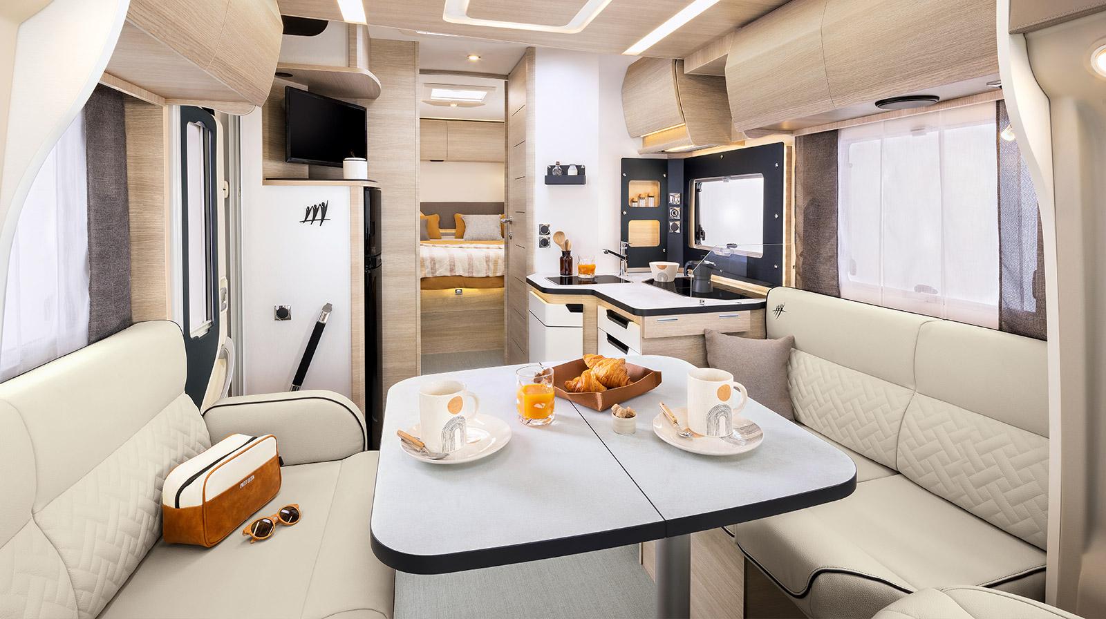 le mod le 696f est un camping car profil rapido de la s rie 6f. Black Bedroom Furniture Sets. Home Design Ideas