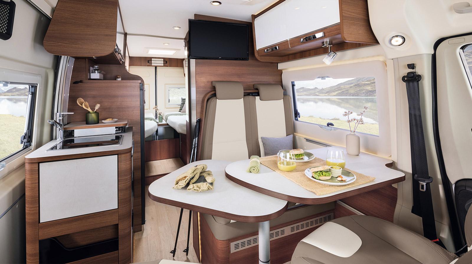 le mod le v68 est un van rapido am nag compact et confortable. Black Bedroom Furniture Sets. Home Design Ideas